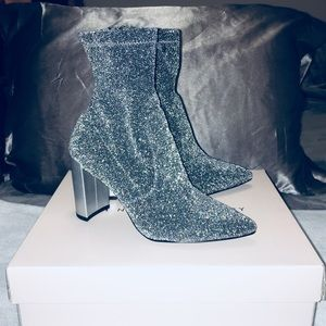 ❗️NEW❗️Chinese Laundry Silver Sparkly Booties
